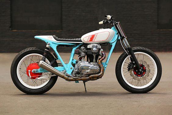 Kawasaki W650 –Hombrese Bikes