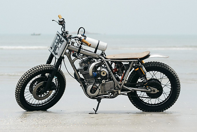 30_09_2016_beautiful_machines_yamaha_sr400_supercharged_beach_racer_01
