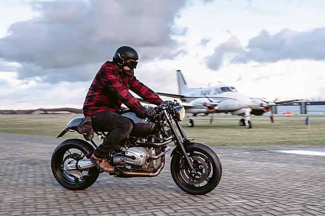 The Beast Bmw R1100s Cafe Racer Moto Adonis Pipeburncom