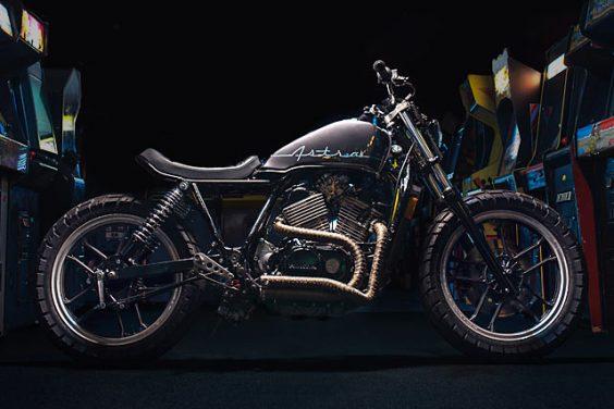 'ROID RAGE. One-Up Moto's Arcade-Inspired Honda VT500 Tracker