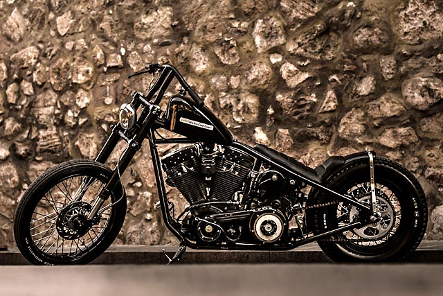 BACK IN BLACK  Lucky Customs' 'Rock'n'Rolla' Evo Harley
