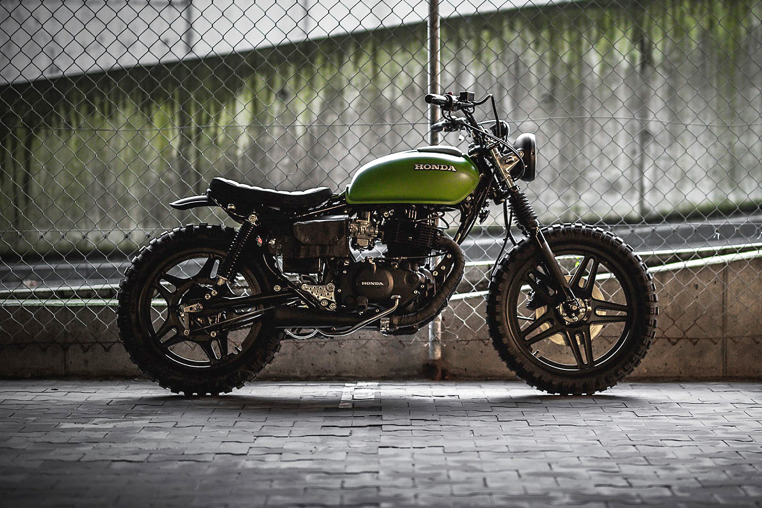 Aktualne TINKER TAILOR SOLDIER FLY. A 'Great Escape' Honda CM400 Tracker UV81