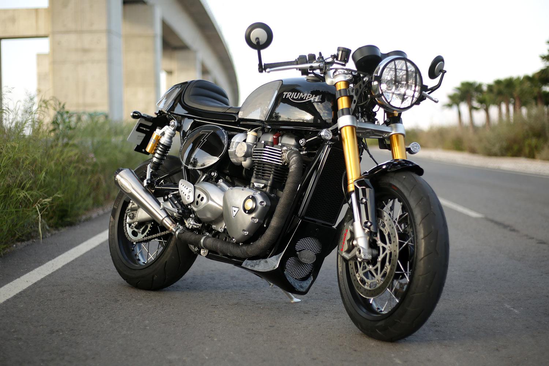 Triumph Cafe Racer >> Slim Shady Tamarit S Sombra Triumph Thruxton Racer Pipeburn Com