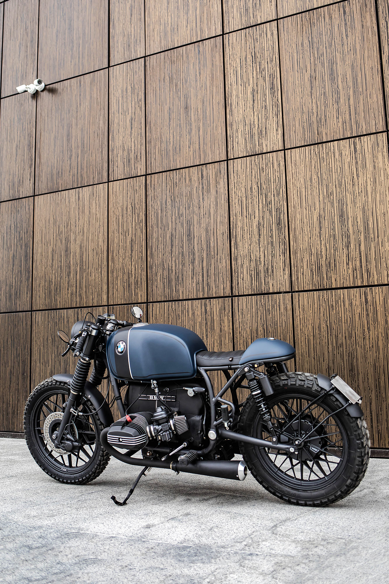 R YOU EXPERIENCED? Recast Moto's Classic BMW R100 Cafe Racer