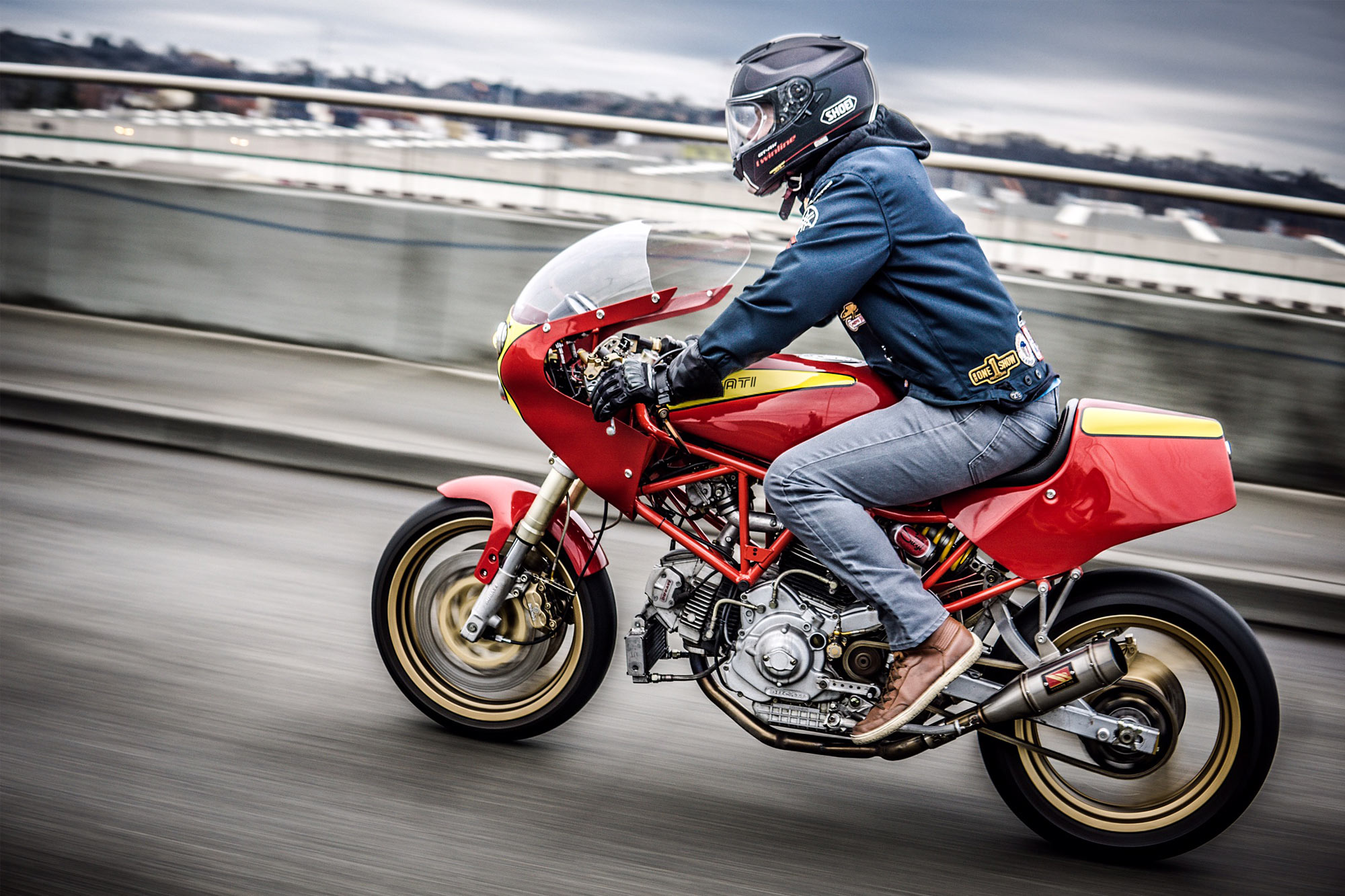 THE OLD BRIDGE AND THE V. Speedy Siegl Racing's Ducati 900SS Racer