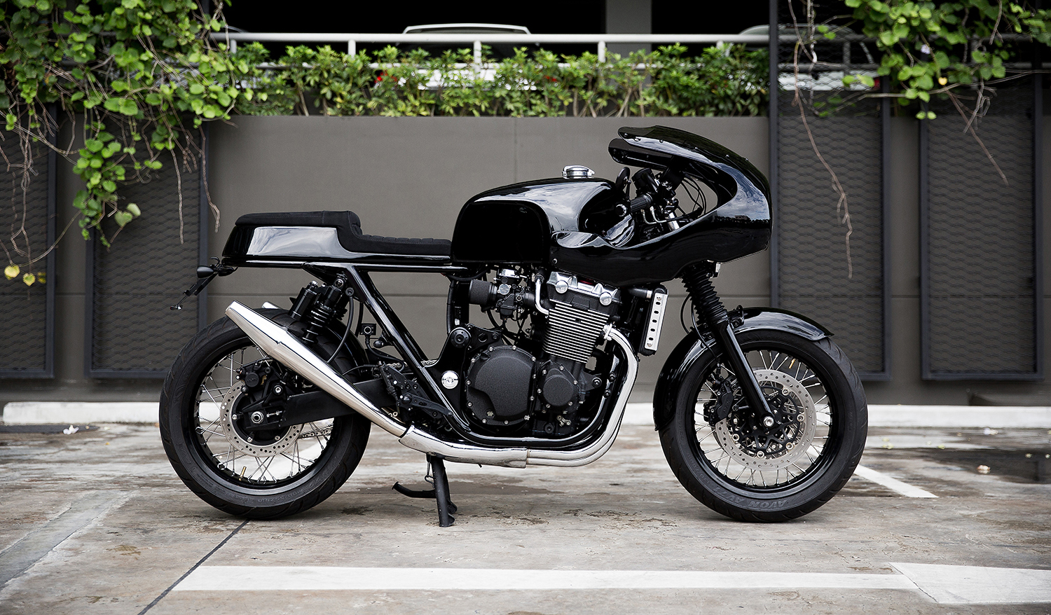 BEAUTY AND THE BEAST: Honda CB1300 'Muscle Racer' by Thomas Danet.